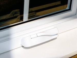 Poignée pliable pour fenêtre à battant hybride